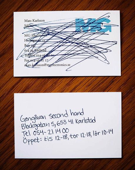 А можно еще зачеркнуть чужую визитку и на другой стороне написать свои контакты
