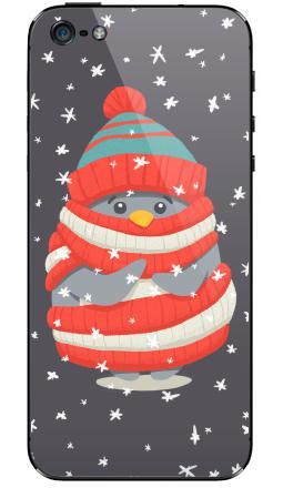 Наклейка на iPhone 5 - Пингвин в шарфе и шапке