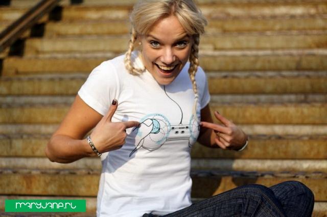 b!tch C( . )ntr( . )L - фото футболки